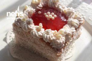 Çilek Aromalı Porsiyonluk Pamuk Pasta Tarifi
