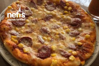 10 Dakikada Pişen Mayasız Tavada Pizza Tarifi