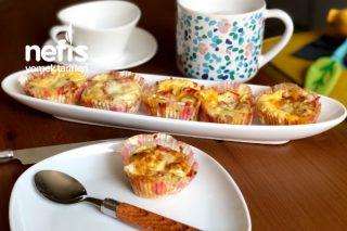 Çok Leziz Peynirli Sebzeli Yumurta Muffinleri Tarifi