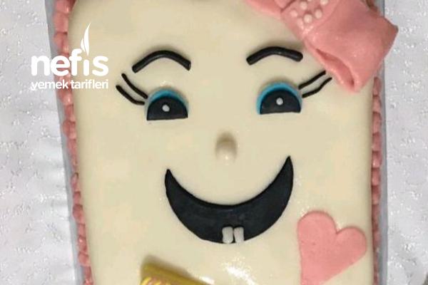Diş Pastası (Şeker Hamurlu (Lokum İle) Diş Şeklinde Ayrıntılı Anlatımlı Pasta) Tarifi