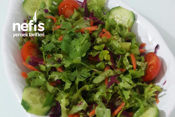 Nar Ekşi Soslu Mevsim Salatası Tarifi