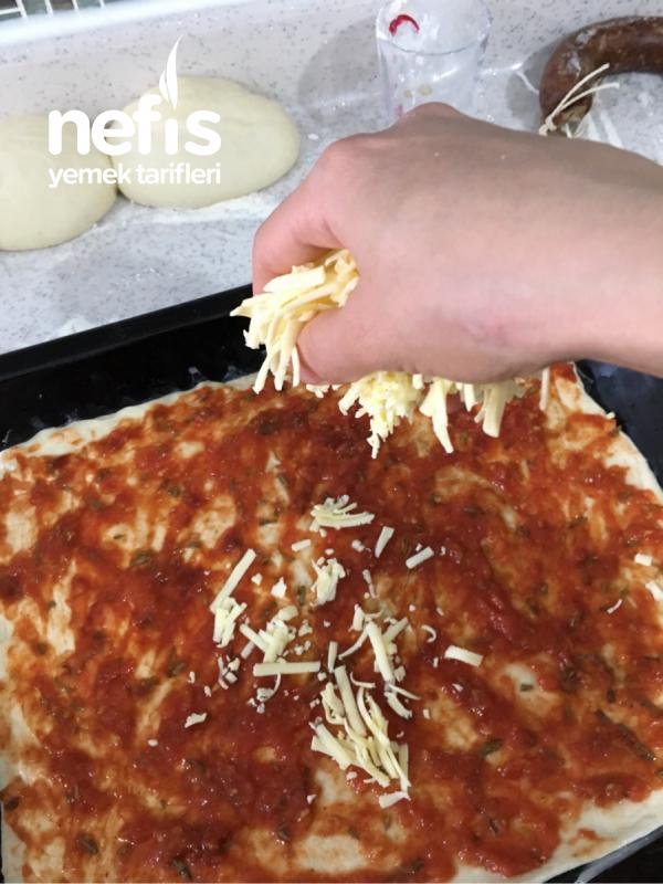 Teremyağlı Sucuklu Kıtır Pizza