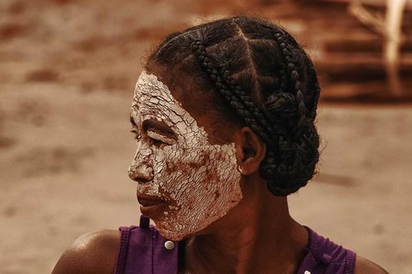 beyaz kil maskesi nasıl yapılır