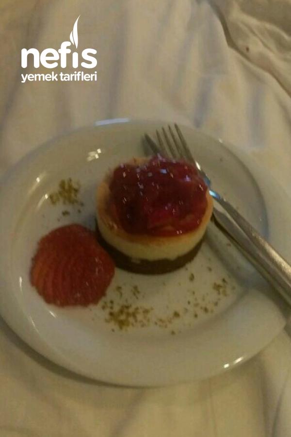 Teremyağlı Çilekli Mini Cheesecake