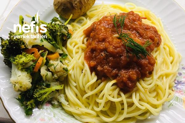 Pratik Napoliten Soslu Spagetti ( Haşlanmış Sebze Eşliğinde) Tarifi