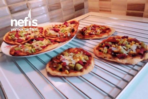 Teremyağlı Sırrı Sosunda Enfes Minik İnce Pizzalar
