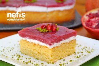 Yumuşacık Kırmızılı Pasta Tarifi (Nar Suyu ile)