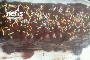 Çikolatalı Sürpriz Bisküvi Pasta Tarifi
