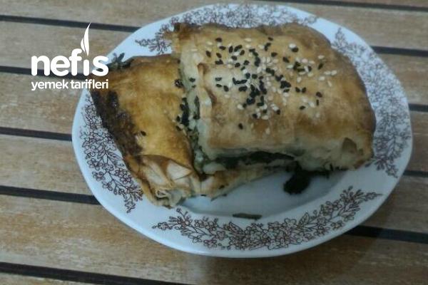 Teremyağlı Ispanaklı Yumuşacık Tepsi Böreği Tarifi