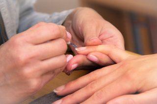Tırnak Beyazlatma Nasıl Yapılır? Evdeki Malzemelerle 5 Kolay Yöntem