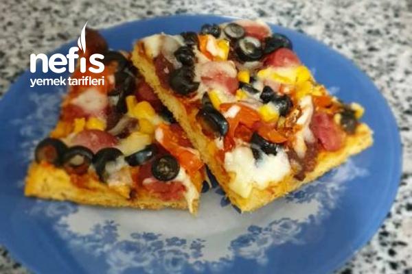 Ev Yapımı Pizza ( İnce Hamurlu) Tarifi