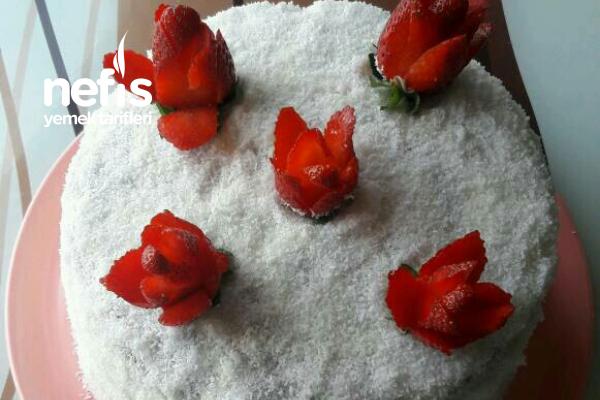 Hindistan Cevizli Meyveli Yaş Pasta Tarifi