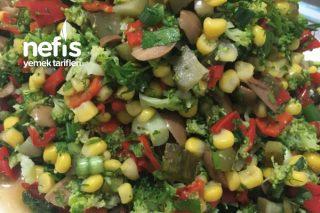 Kırmızı Biberli Brokoli Salatası Tarifi