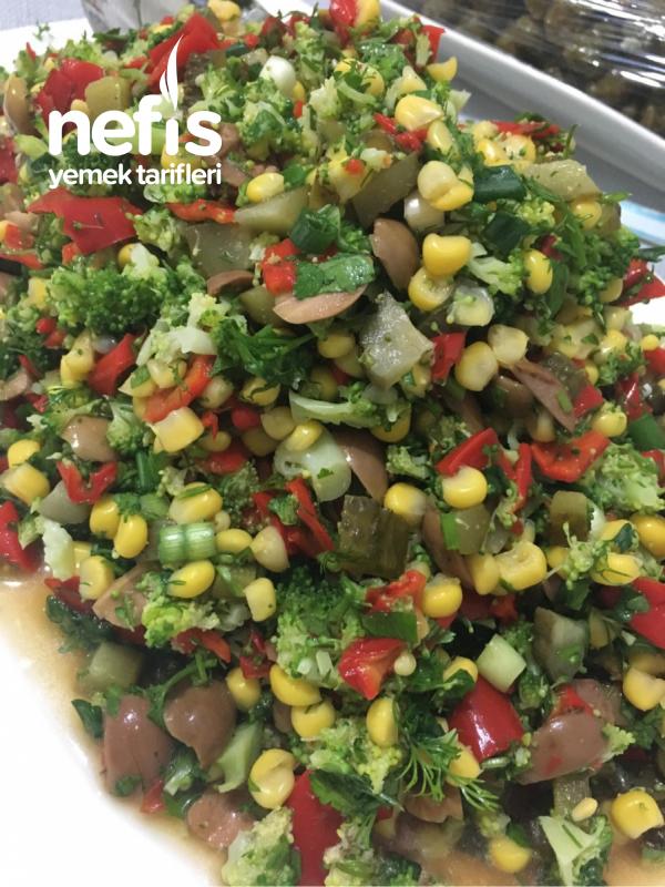 Kırmızı Biberli Brokoli Salatası