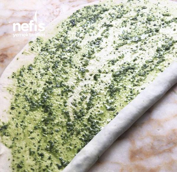 Teremyağlı Ispanaklı Pesto Soslu Poğça