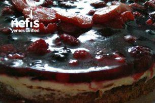 Kırmızı Meyveli Fındıklı Yaş Pasta (Çok Pratik) Tarifi