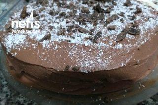 Pratik Çikolata Parçacıklı Pasta Tarifi