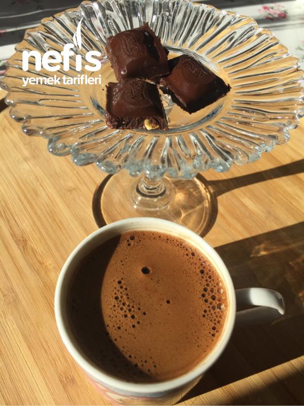 Sabah Bir Köpüklü Kahve İyi Gelir