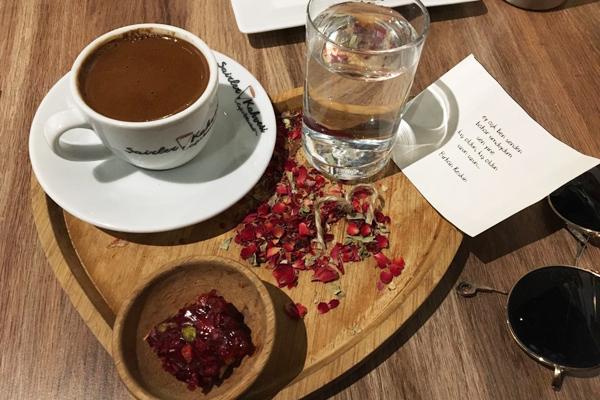 şairler kahvesi akaretler