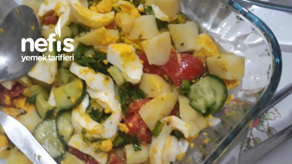 Sabah Kahvaltısı İcin Yumurtalı Salata