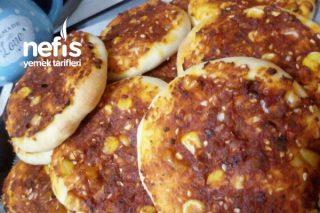 Biberli Ekmek (İç Harcı Pizza Tadında) Tarifi