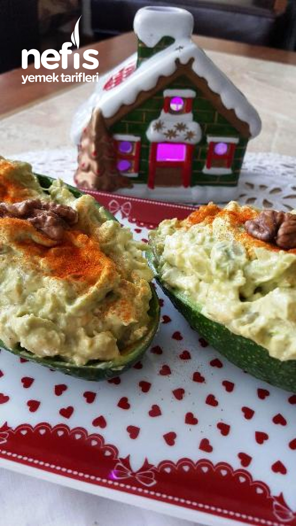 Peynirli Avakado Salatası