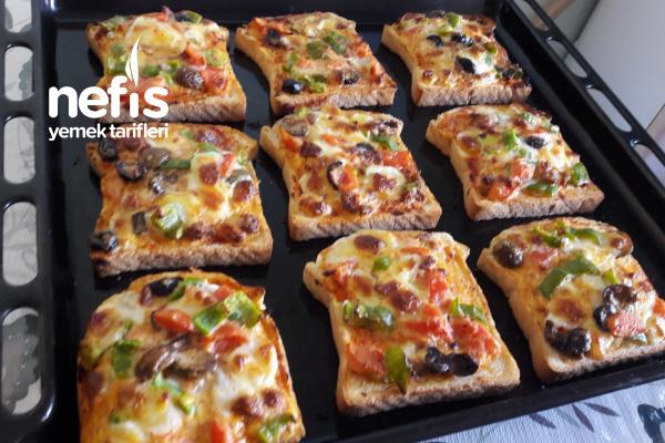 Tost Ekmeğinde Pizza