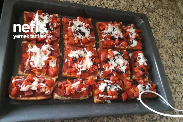 Tost Ekmeği İle Pizza Tarifi