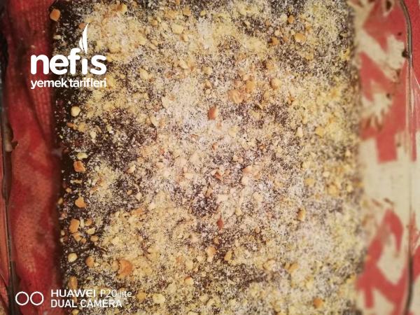 Bol Kremalı Büskivili Pasta