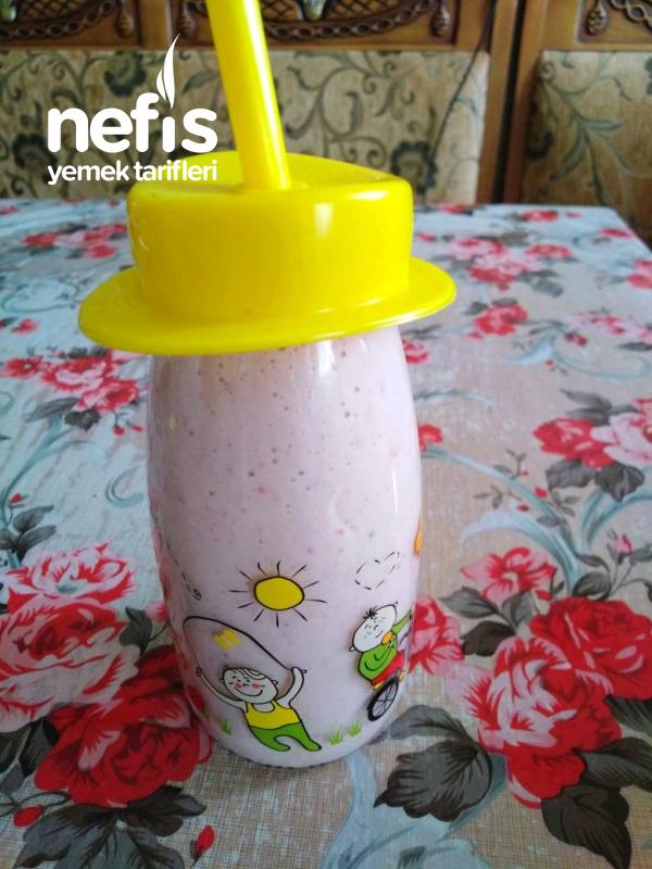 Çilekli Muzlu Süt (4 Yaşındaki Kızımdan)
