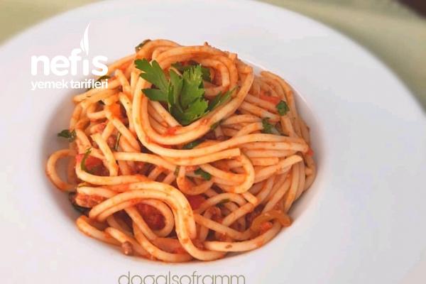 Domates Soslu Kıymalı Spagetti Tarifi
