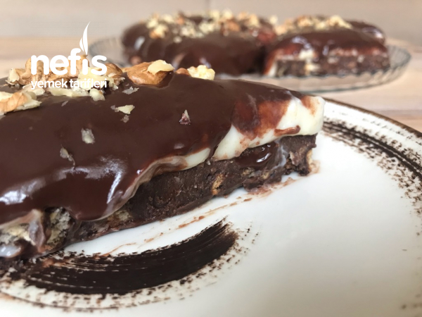 Bol Çikolata Soslu Bisküvili Pasta