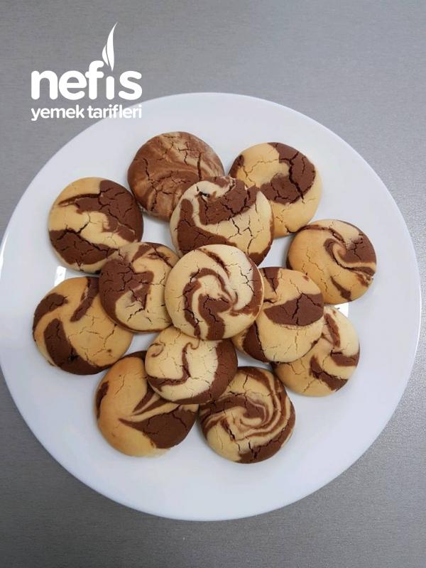 İki Renkli Çikolata Dolgulu Kurabiye
