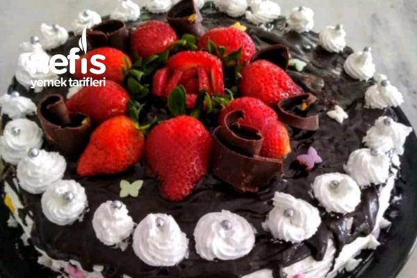 Pratik Kutlama Pastası Tarifi