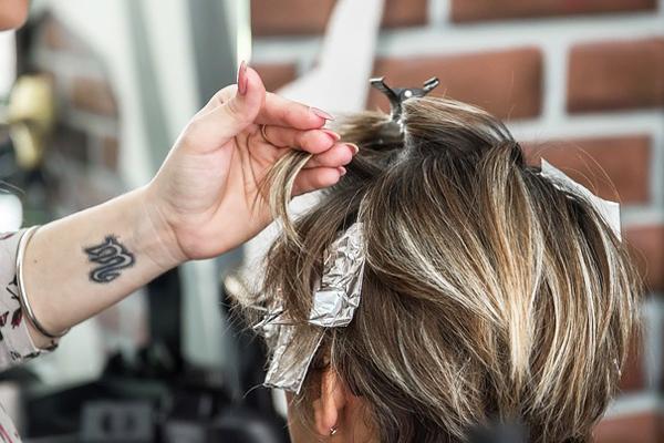 saç boyatmak orucu bozar mı