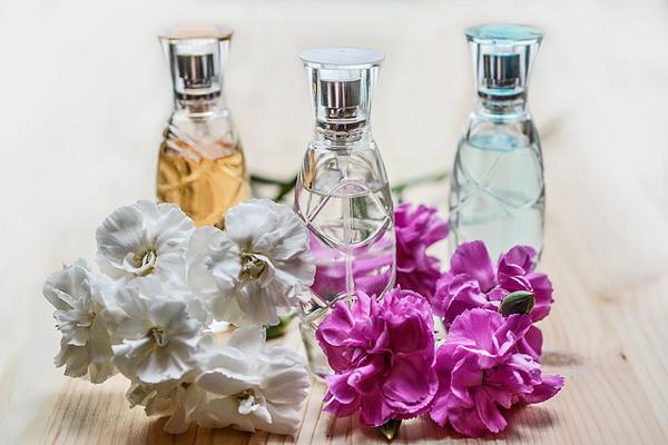 parfüm orucu bozar mı
