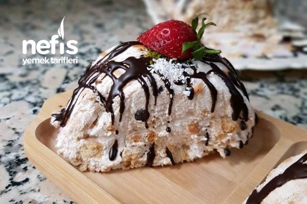 Çilekli Çikolatalı Parfe Pasta (Ani Misafirlere Kolaylık) Tarifi