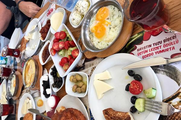 izmir kahvaltı mekan