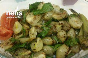 Közlenmiş Soğan Salatası Tarifi