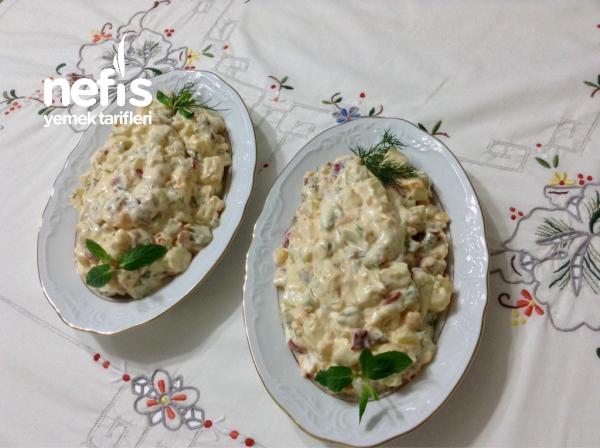 Muhteşem Yoğurtlu Köz Biberli Patates Salatası