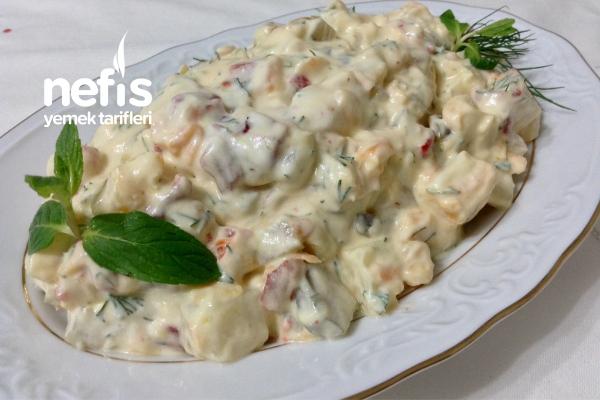Muhteşem Yoğurtlu Köz Biberli Patates Salatası Tarifi