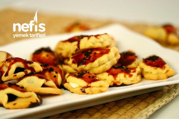 Zeytinli Ve Peynirli Kıyır Kıyır Pastane Tuzluları (Videolu) Tarifi