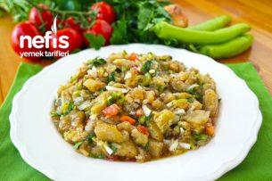 Çok Lezzetli ve Çok Pratik Közlenmiş Patlıcan Salatası Tarifi (videolu)