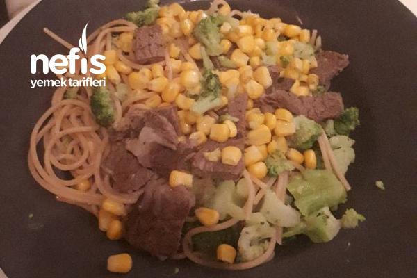 Sebzeli Biftekli Makarna Tarifi