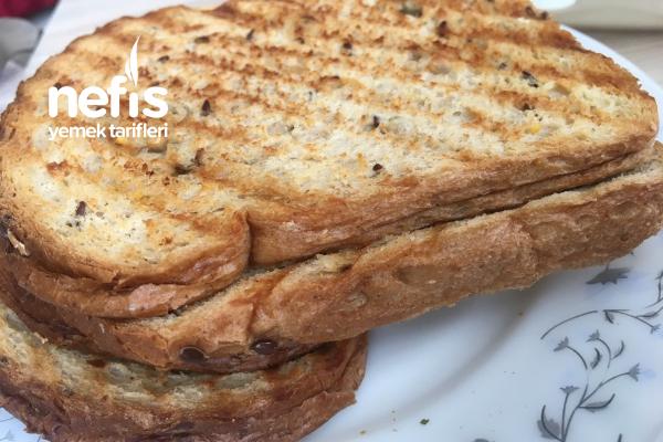 Domatesli Beyaz Peynirli Tost Tarifi