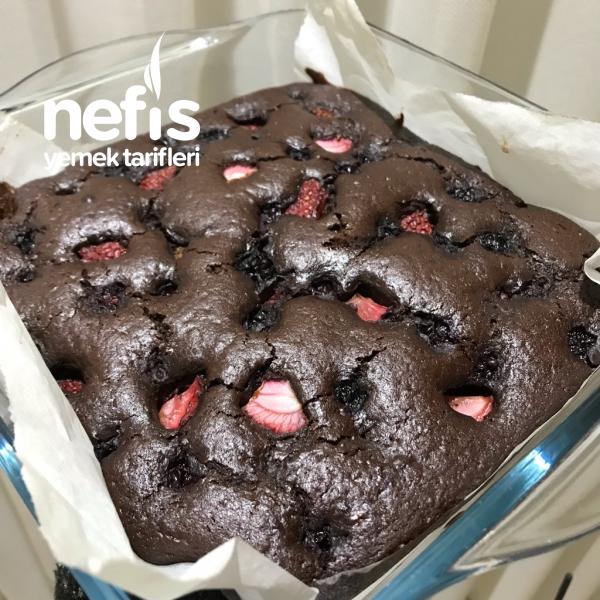 Kırmızı Meyveli Browni Kek