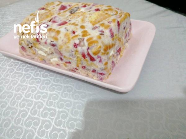 Çilekli Parfe 10 Dakika Pastası (bir dilim Asla Yetmez)