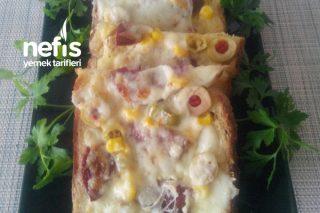 Pazar Kahvaltısı İçin Bayat Ekmekli Pizza Tarifi