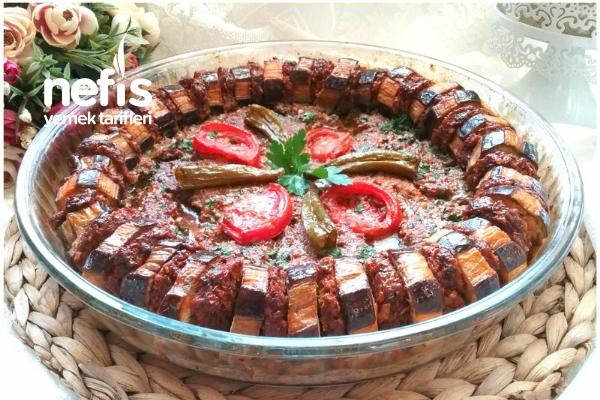 Davet Sofralarının Baştacı Patlıcanlı Tepsi Kebabı Tarifi