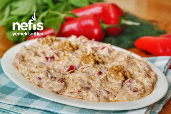 Yoğurtlu Kırmızıbiber Salatası